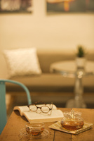 テーブルの上のティーセット