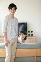 笑顔の夫婦 07800056896| 写真素材・ストックフォト・画像・イラスト素材|アマナイメージズ