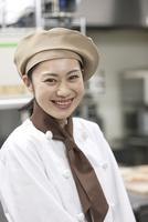 笑顔のパティシエ 07800057174| 写真素材・ストックフォト・画像・イラスト素材|アマナイメージズ
