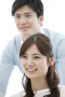 笑顔の女性 07800057371| 写真素材・ストックフォト・画像・イラスト素材|アマナイメージズ