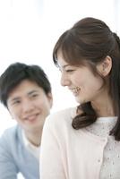 笑顔の女性 07800057372| 写真素材・ストックフォト・画像・イラスト素材|アマナイメージズ