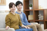 笑顔のカップル 07800057594| 写真素材・ストックフォト・画像・イラスト素材|アマナイメージズ