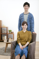 笑顔のカップル 07800057625| 写真素材・ストックフォト・画像・イラスト素材|アマナイメージズ