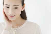 笑顔の女性 07800058022| 写真素材・ストックフォト・画像・イラスト素材|アマナイメージズ