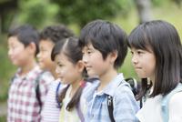 笑顔の小学生5人 07800058608| 写真素材・ストックフォト・画像・イラスト素材|アマナイメージズ