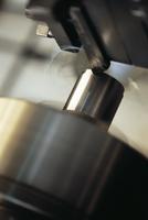 金属を削る機械のアップ