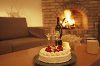 ケーキと暖炉 07900000321| 写真素材・ストックフォト・画像・イラスト素材|アマナイメージズ