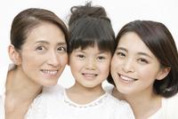 笑顔の3世代親子