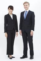 笑顔の外国人男性とビジネスウーマン