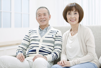笑顔のシニア夫婦のポートレート