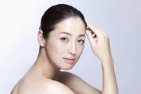 中年女性の美容イメージ 07900004755| 写真素材・ストックフォト・画像・イラスト素材|アマナイメージズ