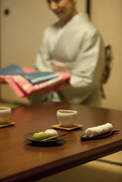 テーブルの上の和菓子