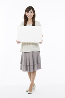 ホワイトボードを持つ中高年女性