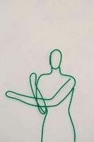 ワイヤーで作られたストレッチをする女性 09501011029| 写真素材・ストックフォト・画像・イラスト素材|アマナイメージズ