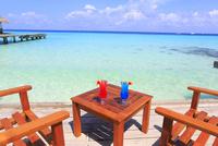 モルディブのビーチカフェとカクテル