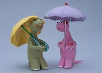 傘を差した恐竜のカップル