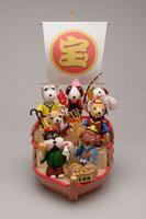七福神の格好をした犬 09522000067| 写真素材・ストックフォト・画像・イラスト素材|アマナイメージズ