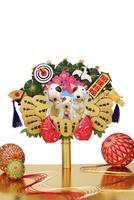 招き戌の親子の熊手 09522001247| 写真素材・ストックフォト・画像・イラスト素材|アマナイメージズ