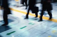 通勤するビジネスマン 10101000127| 写真素材・ストックフォト・画像・イラスト素材|アマナイメージズ