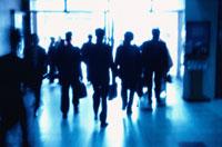 通勤するビジネスマンの影