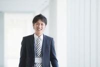 微笑むビジネスマン