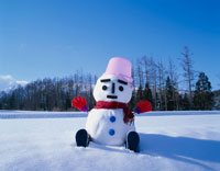 雪ダルマ 10114000301| 写真素材・ストックフォト・画像・イラスト素材|アマナイメージズ