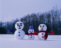 雪ダルマ 10114000302| 写真素材・ストックフォト・画像・イラスト素材|アマナイメージズ