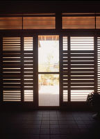 土間の玄関とシルエットの建具 10116000006| 写真素材・ストックフォト・画像・イラスト素材|アマナイメージズ