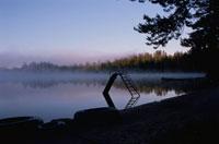 森林と湖 10120002091  写真素材・ストックフォト・画像・イラスト素材 アマナイメージズ
