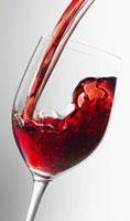 グラスに注がれる赤ワイン 10131002569| 写真素材・ストックフォト・画像・イラスト素材|アマナイメージズ