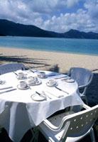 海辺のテーブル 10131004391| 写真素材・ストックフォト・画像・イラスト素材|アマナイメージズ