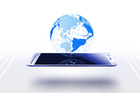 スマートフォンと地球 10131011878| 写真素材・ストックフォト・画像・イラスト素材|アマナイメージズ