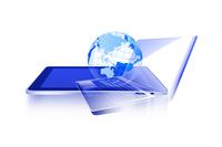 タブレット型コンピューターとノートパソコン 10131011891| 写真素材・ストックフォト・画像・イラスト素材|アマナイメージズ