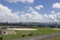 荒川河川敷のグラウンド 10131012687| 写真素材・ストックフォト・画像・イラスト素材|アマナイメージズ
