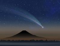 彗星と富士山 10131013798| 写真素材・ストックフォト・画像・イラスト素材|アマナイメージズ