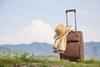 旅行鞄と帽子