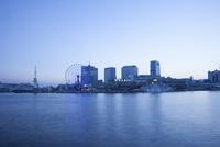 夕暮れの神戸の町並み 10131018692| 写真素材・ストックフォト・画像・イラスト素材|アマナイメージズ