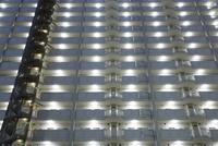 マンションのLEDの明かり 10131022568| 写真素材・ストックフォト・画像・イラスト素材|アマナイメージズ