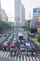 交通渋滞するバンコクの朝