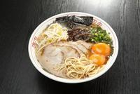 熊本ラーメン 10131027841| 写真素材・ストックフォト・画像・イラスト素材|アマナイメージズ