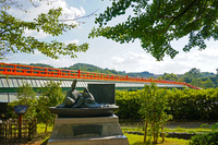 紫式部像と朝霧橋