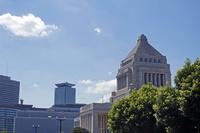 国会議事堂(参議院西口) 10131036818| 写真素材・ストックフォト・画像・イラスト素材|アマナイメージズ