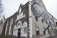 博物館レクチャー・シアター入り口と側面の絵