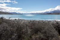 青い氷河の水を満たす湖