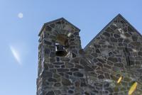 湖岸に建てられた小さな教会の鐘 10131037369| 写真素材・ストックフォト・画像・イラスト素材|アマナイメージズ