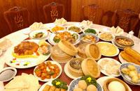 円卓に並べられた中華料理