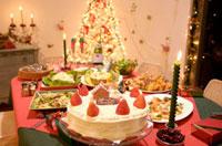 クリスマスケーキとパーティ料理