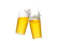 2杯のグラスに入ったビール 10132010341| 写真素材・ストックフォト・画像・イラスト素材|アマナイメージズ