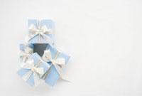 リボンのかかった青いプレゼント