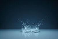 水面と水しぶき 10132105293| 写真素材・ストックフォト・画像・イラスト素材|アマナイメージズ